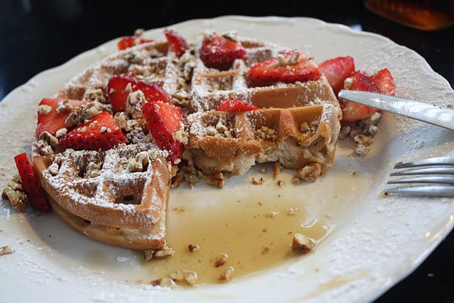 Weekend Breakfast: Easy Waffles